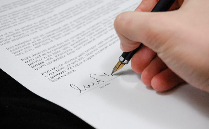 Uwaga na naciągaczy – zanim podpiszesz umowę przeczytaj!